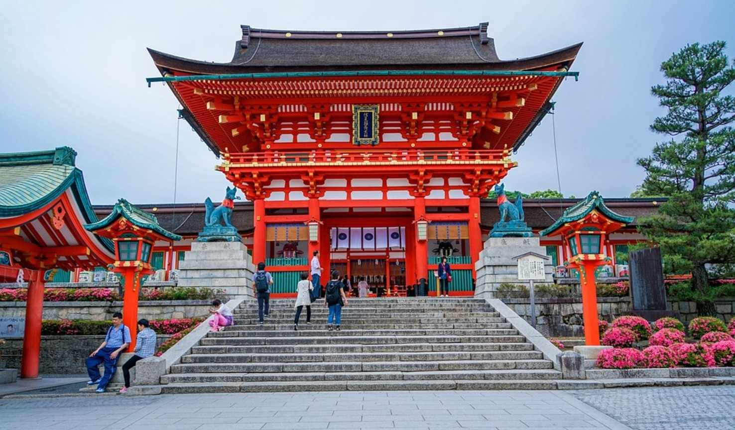 Large temple kyoto fushimi inari taisha shrine japan