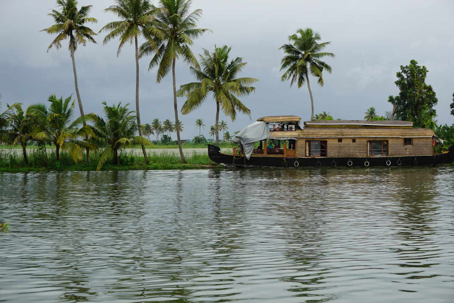 Large houseboat backwaters