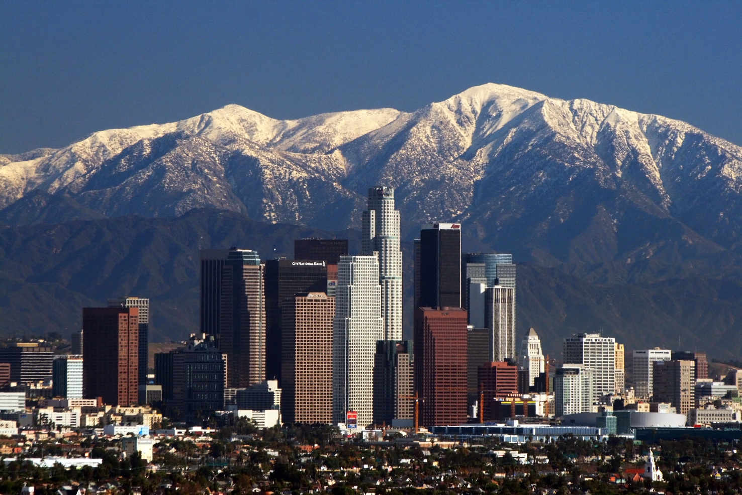 Large la skyline mountains