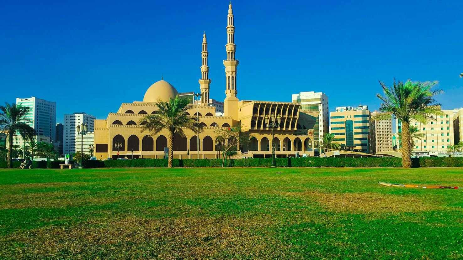 Large faisal mosque sharjah