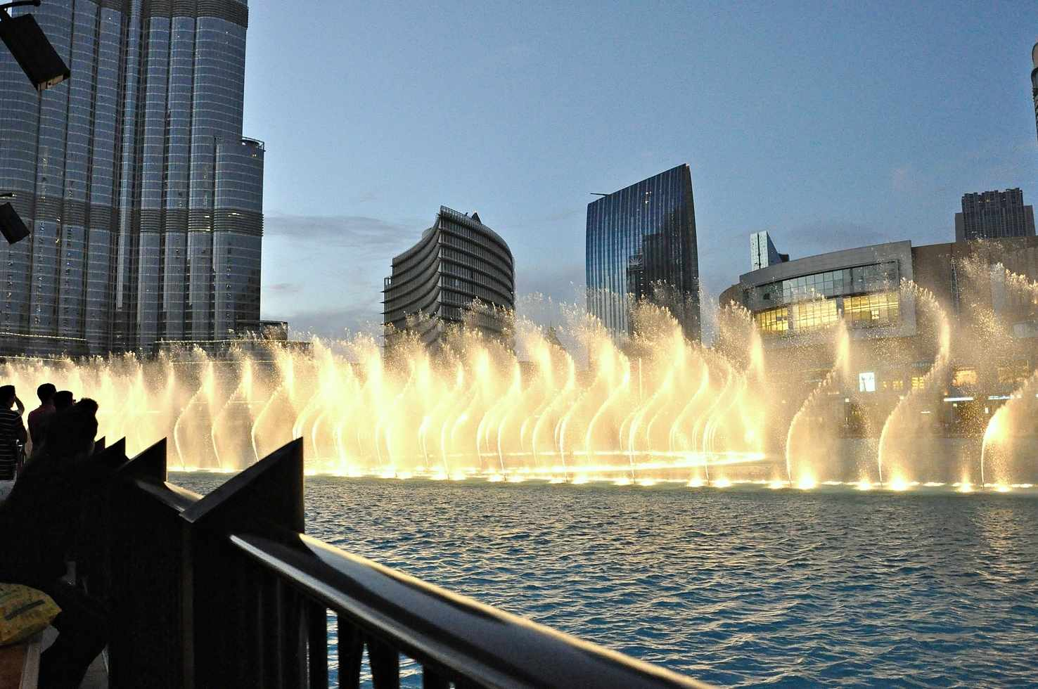 Large dubai fountain