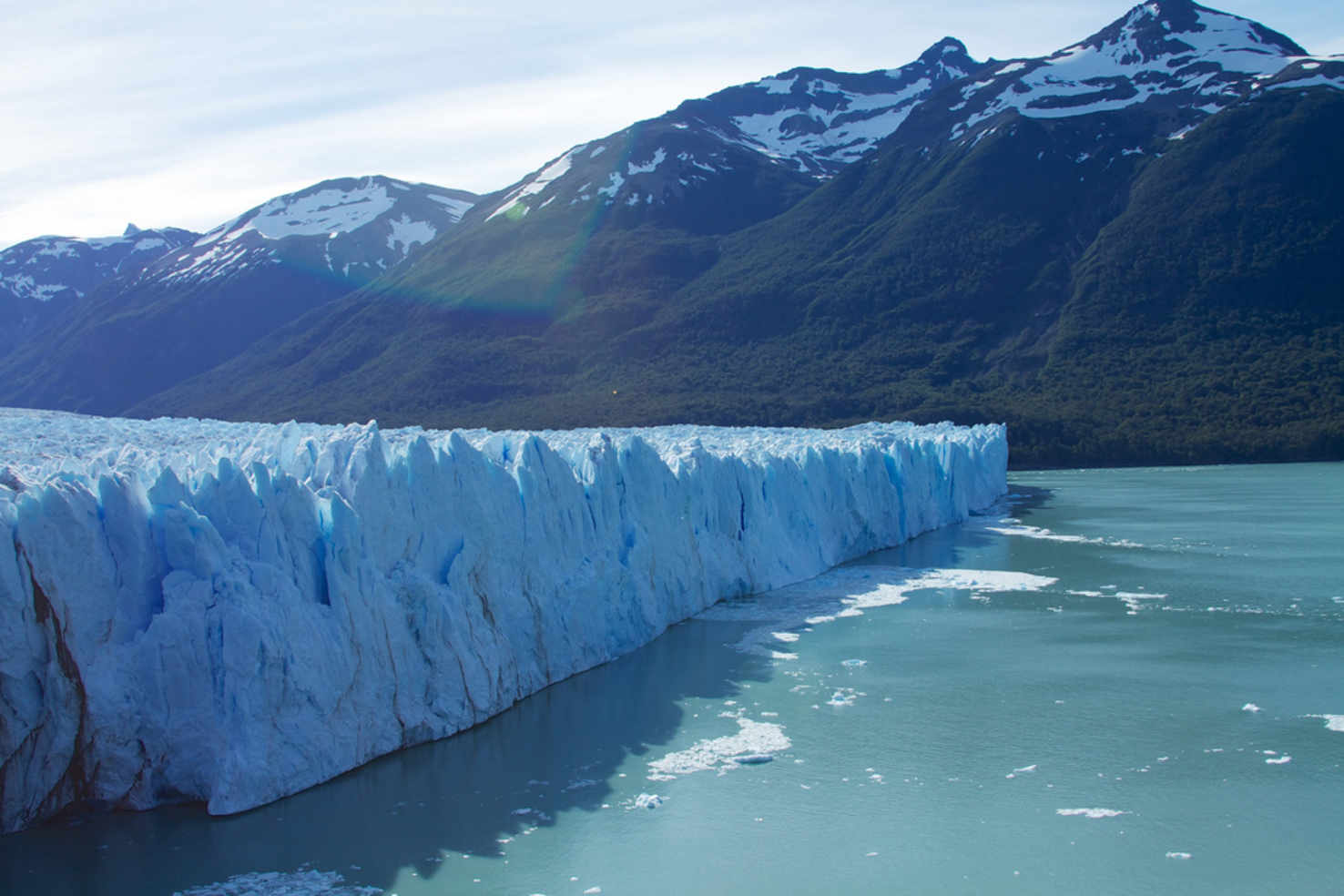 Large icebergs and glaciers at el calafate argentina  2