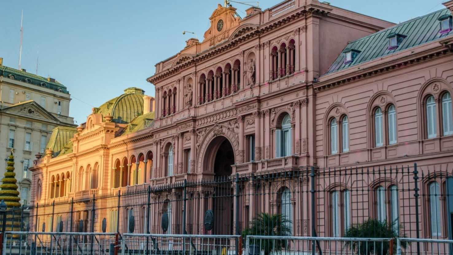 Large house government house casa rosada argentina plaza de mayo buenos aires 914385
