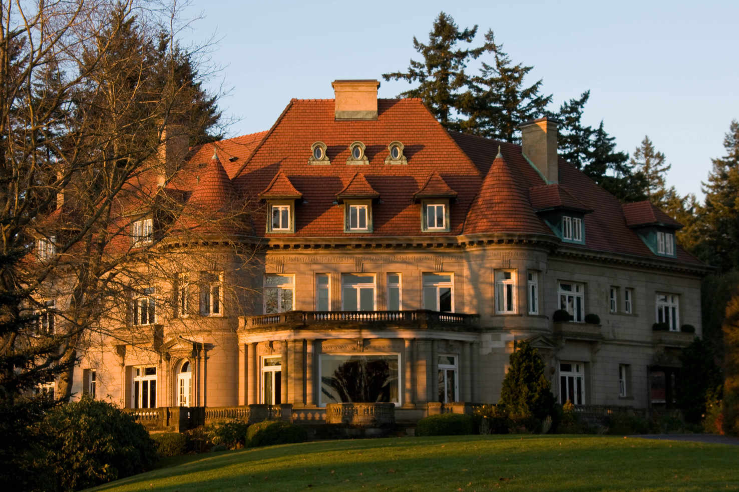 Large pittock mansion  north side