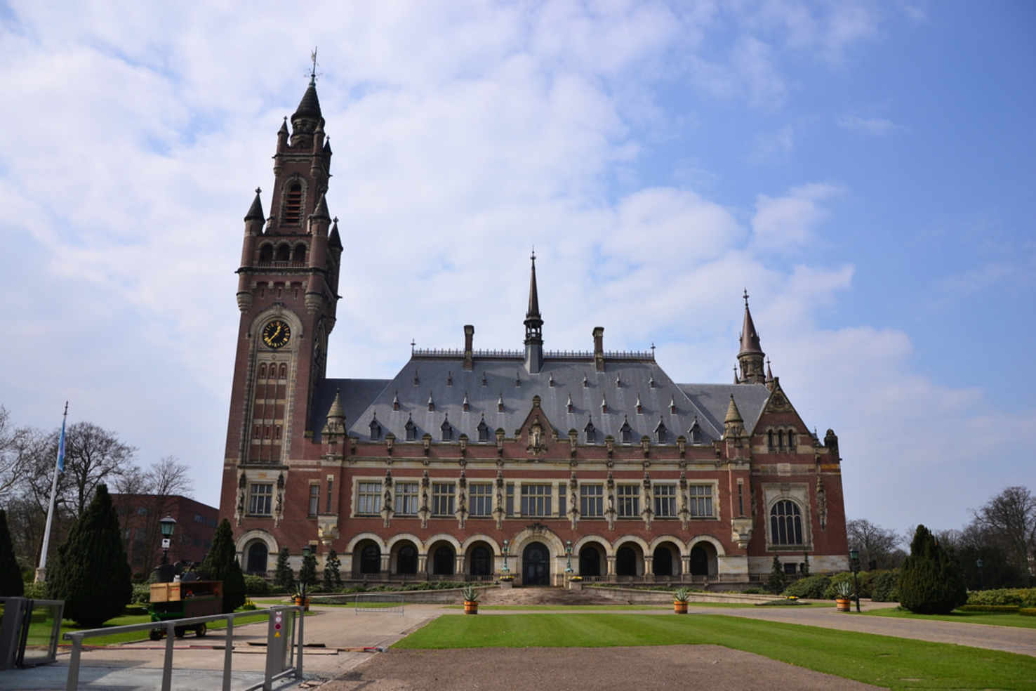 Large peace palace