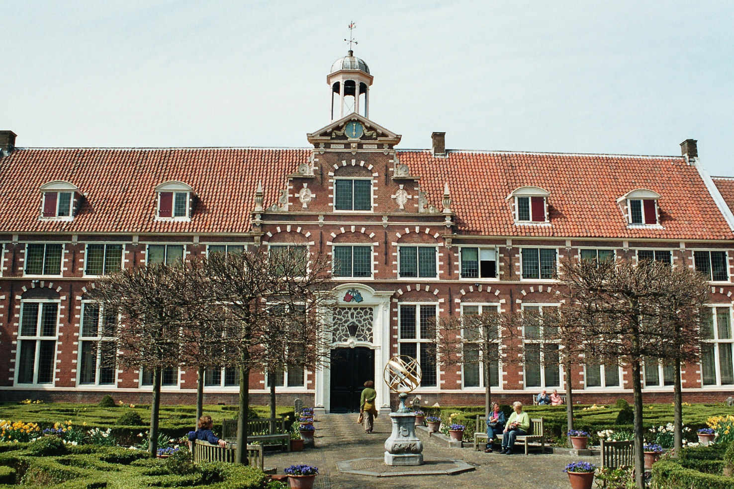 Large haarlem  frans hals museum with his garden