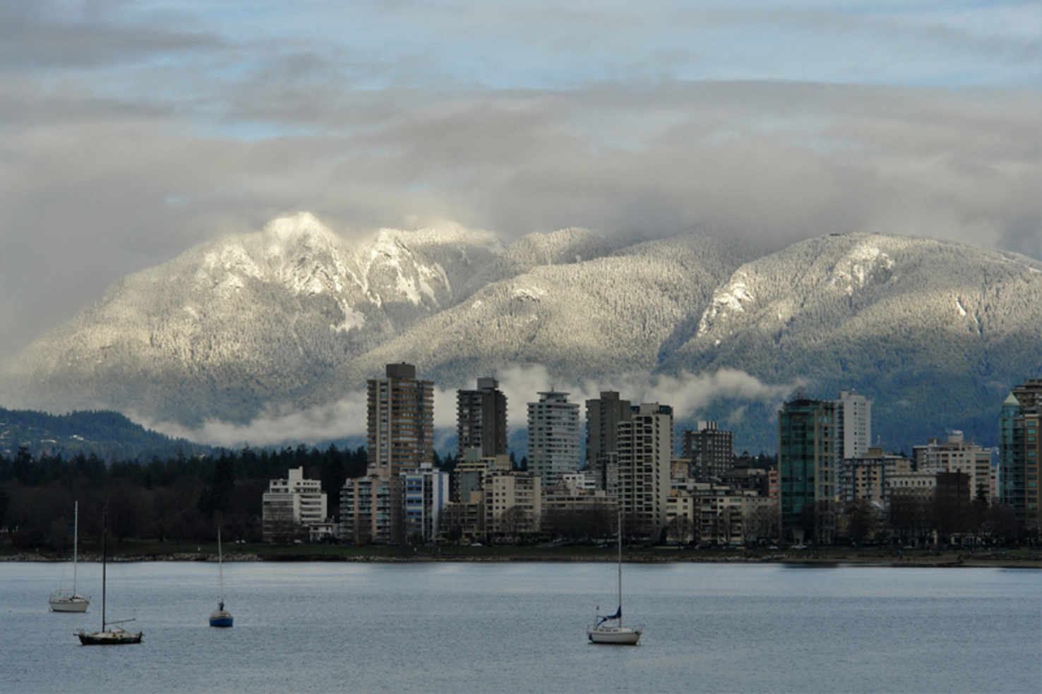 Large mountains in vancouver canada