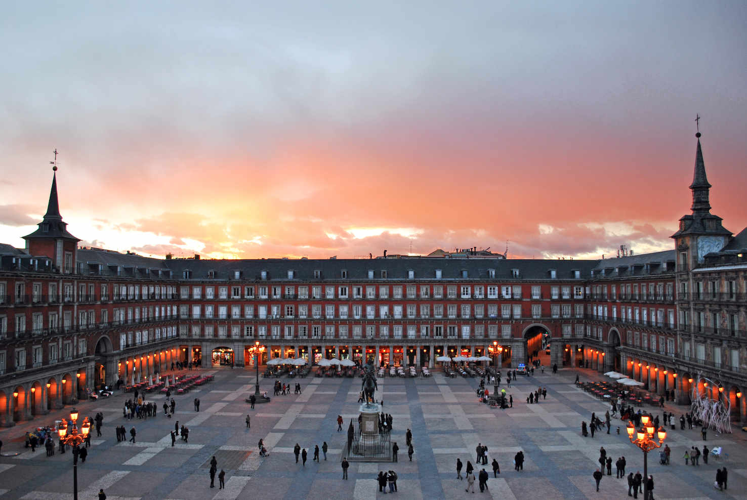Large plaza mayor de madrid