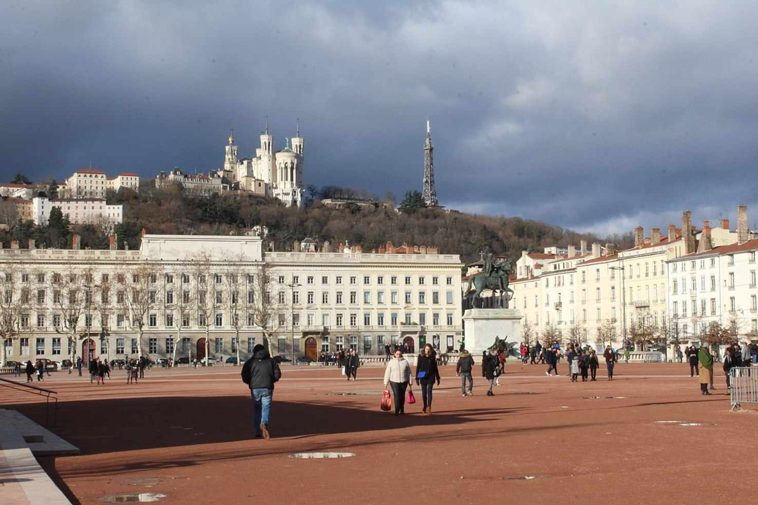 Large place bellecour lyon