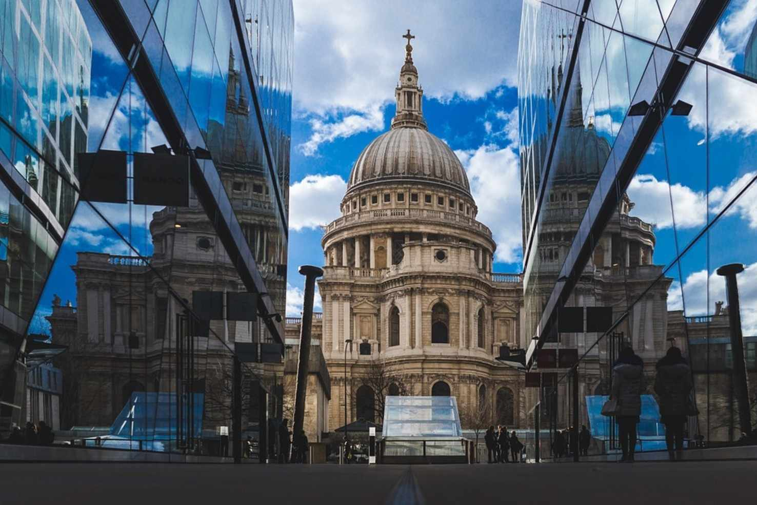 Large st pauls cathedral