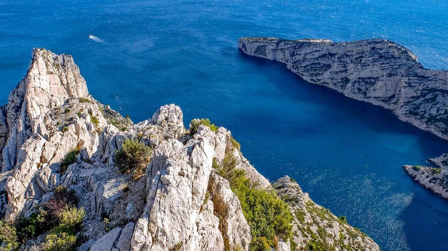 Large calanque frnce