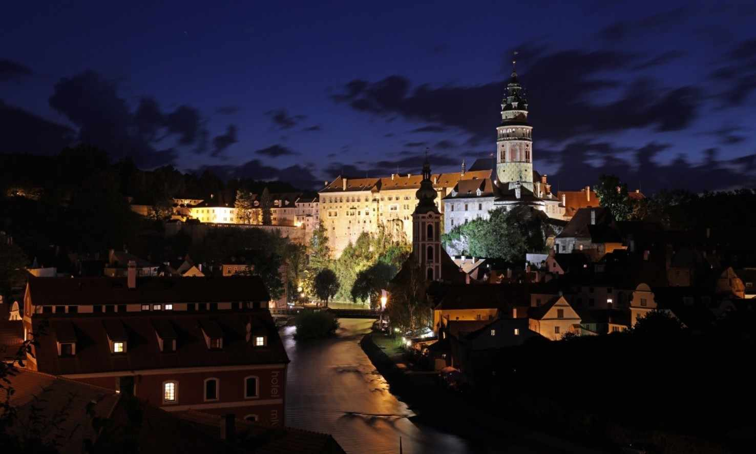 Large czech krumlov night